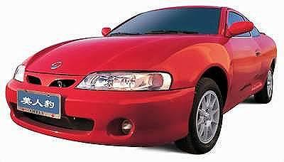 车尾灯采用横置灯组,尾部由於后车盖上半部的折线造型而分外突出.