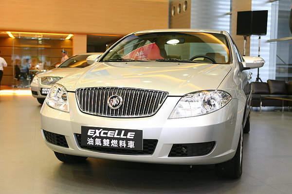 裕隆通用最夯油气双燃料车现身台北节能环保车展,参观人潮高清图片