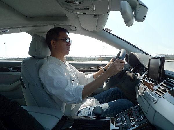 奥迪白天开车真实照片