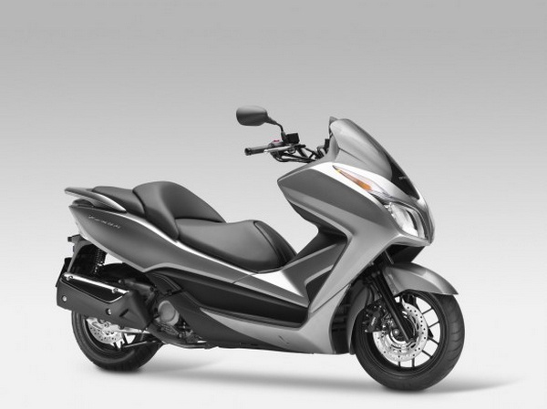遺珠之憾!2013 HONDA Forza 300 - 石氏重型機車貿易 - 石氏重型機車貿易organization