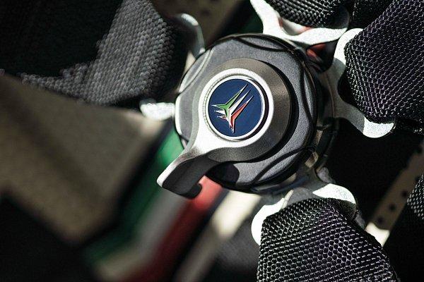 PAGANI向义大利三色箭飞行特技小组60周年致敬,推出Huayra Tricolore限量特仕版